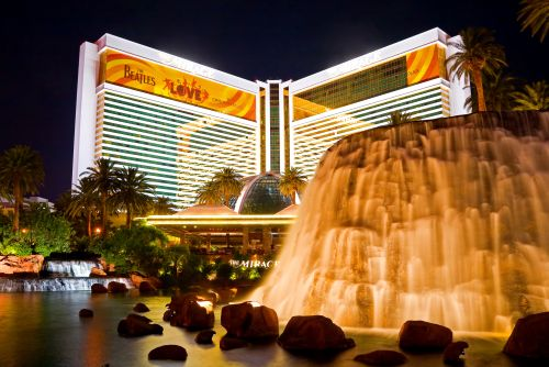 The Mirage Hotel And Is Centrally Located On Strip It Provides A South Seas Interior That Unlike Any Other In Las Vegas Dycor