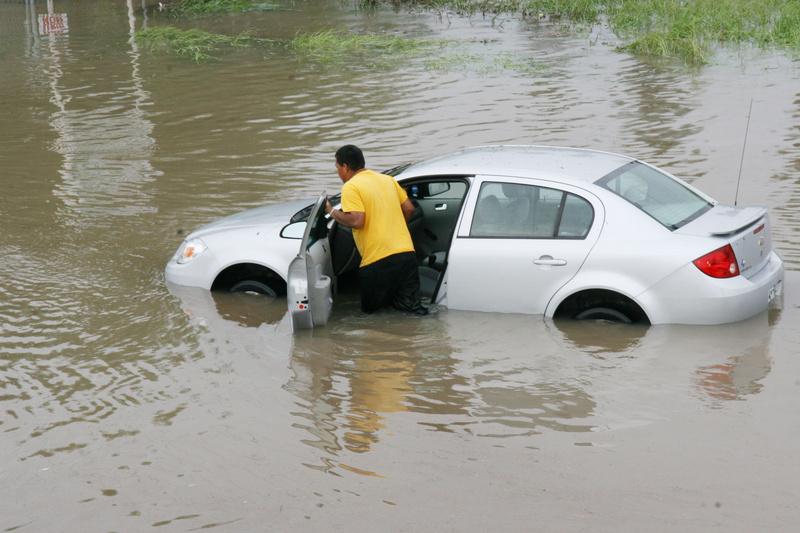 how to minimize hurricane flood damage essay