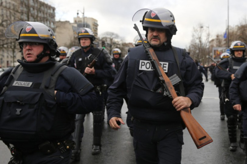 Three French soldiers attacked near Jewish center - Al ... |French Famas Police