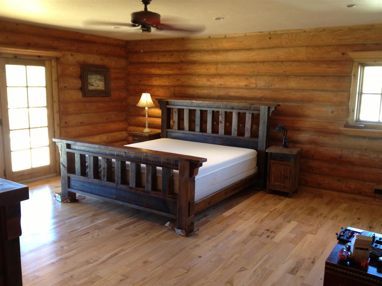 Rustic victorian bedding color designs bath bed for Rustic wood designs