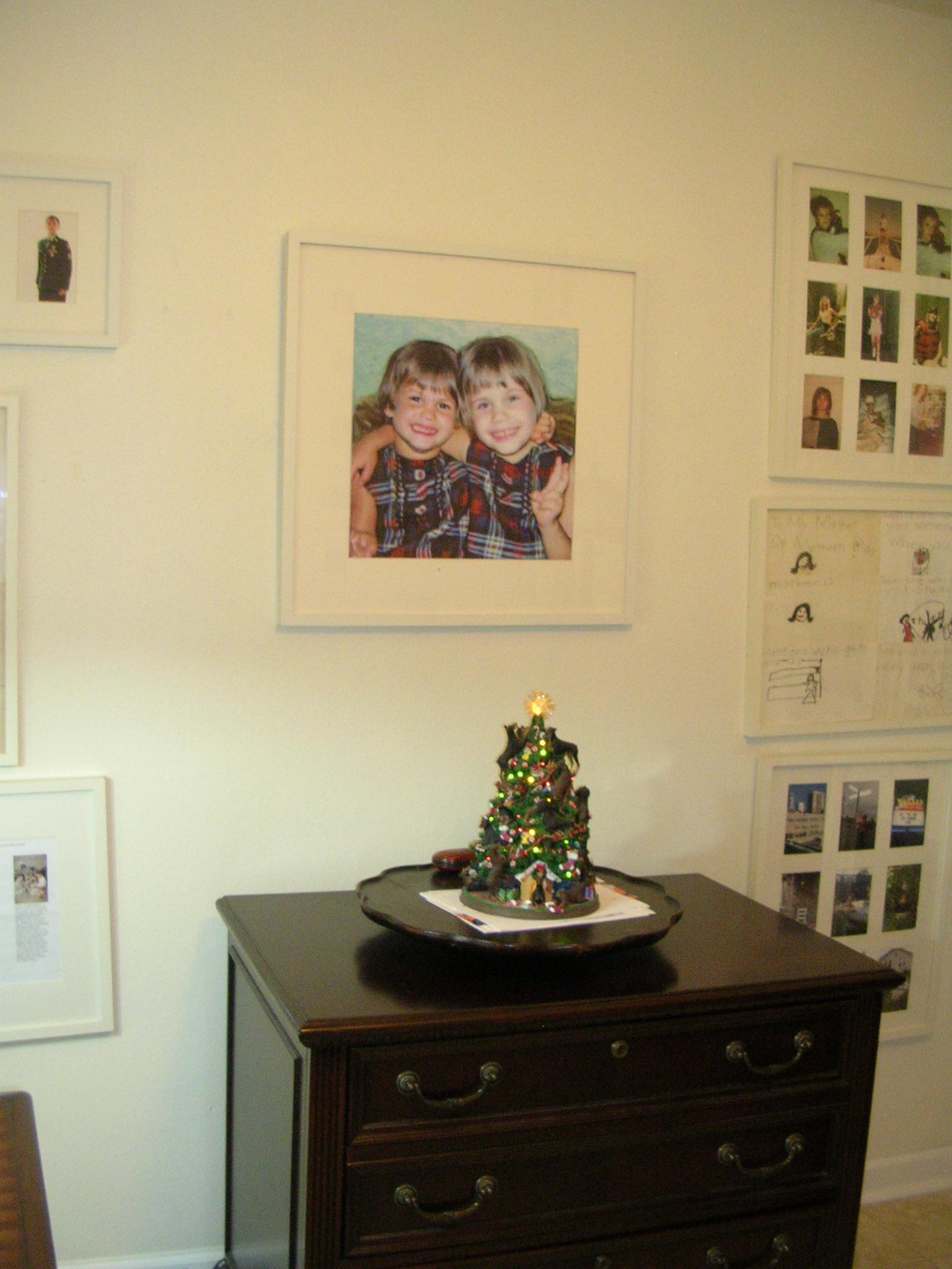 White frames for color photos on white walls--I like! (light ...