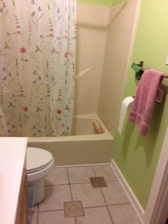 colors for a small bathroom with beige tile (mirror, floor
