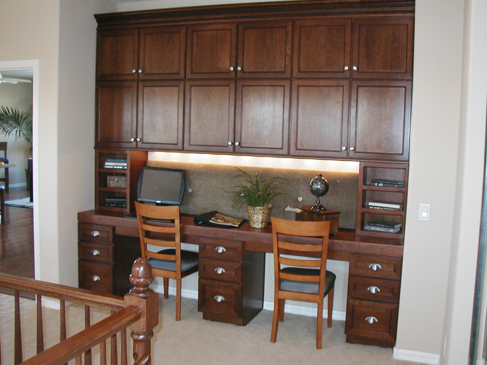 Home library office valspar paint kitchen cabinets for Small home office layout ideas