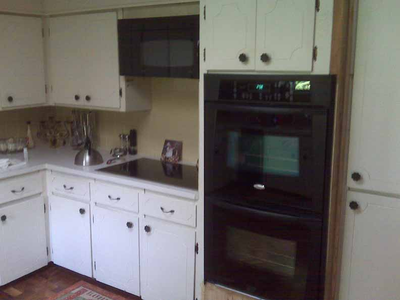 Cream kitchen cabinets with black appliances for Suggested colors for kitchens