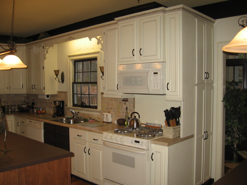 Kitchen cabinet ideas for painting kitchen cabinet for Cream kitchen paint ideas