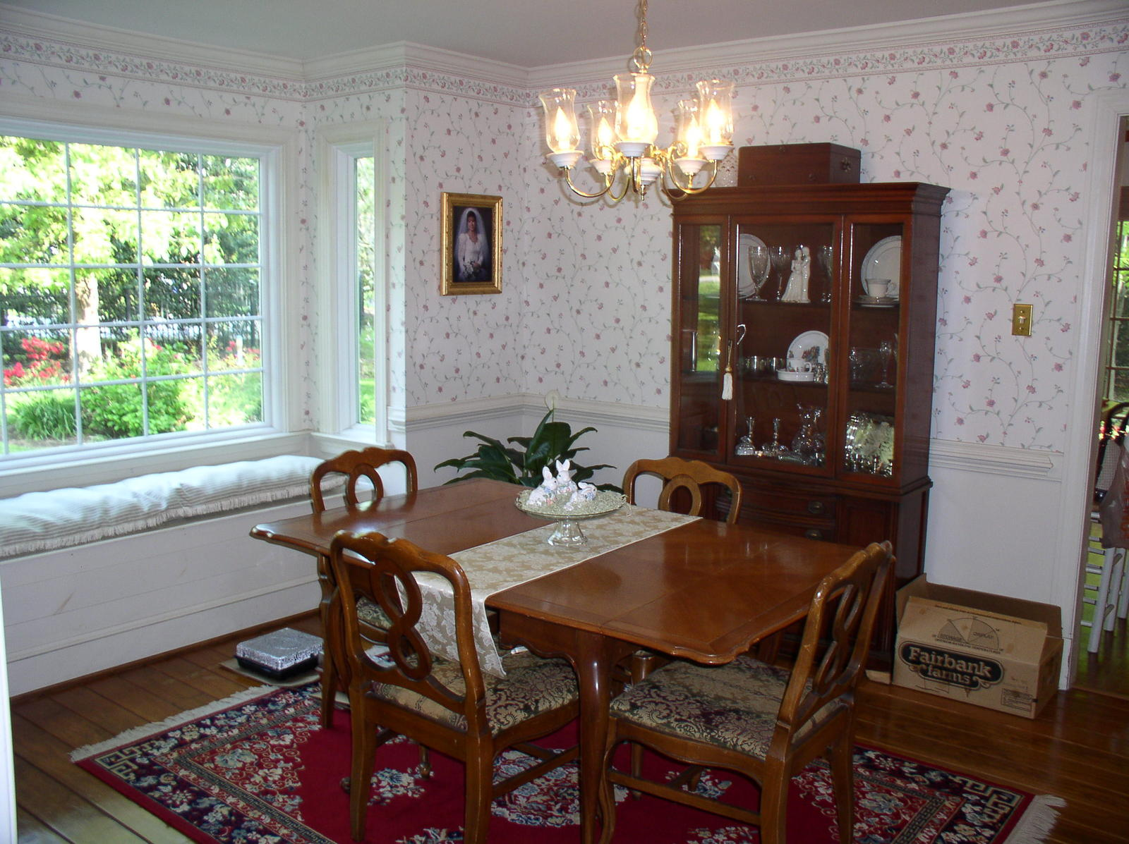 With window treatments for bay box window with seat dining for Window treatments for bay windows in dining room