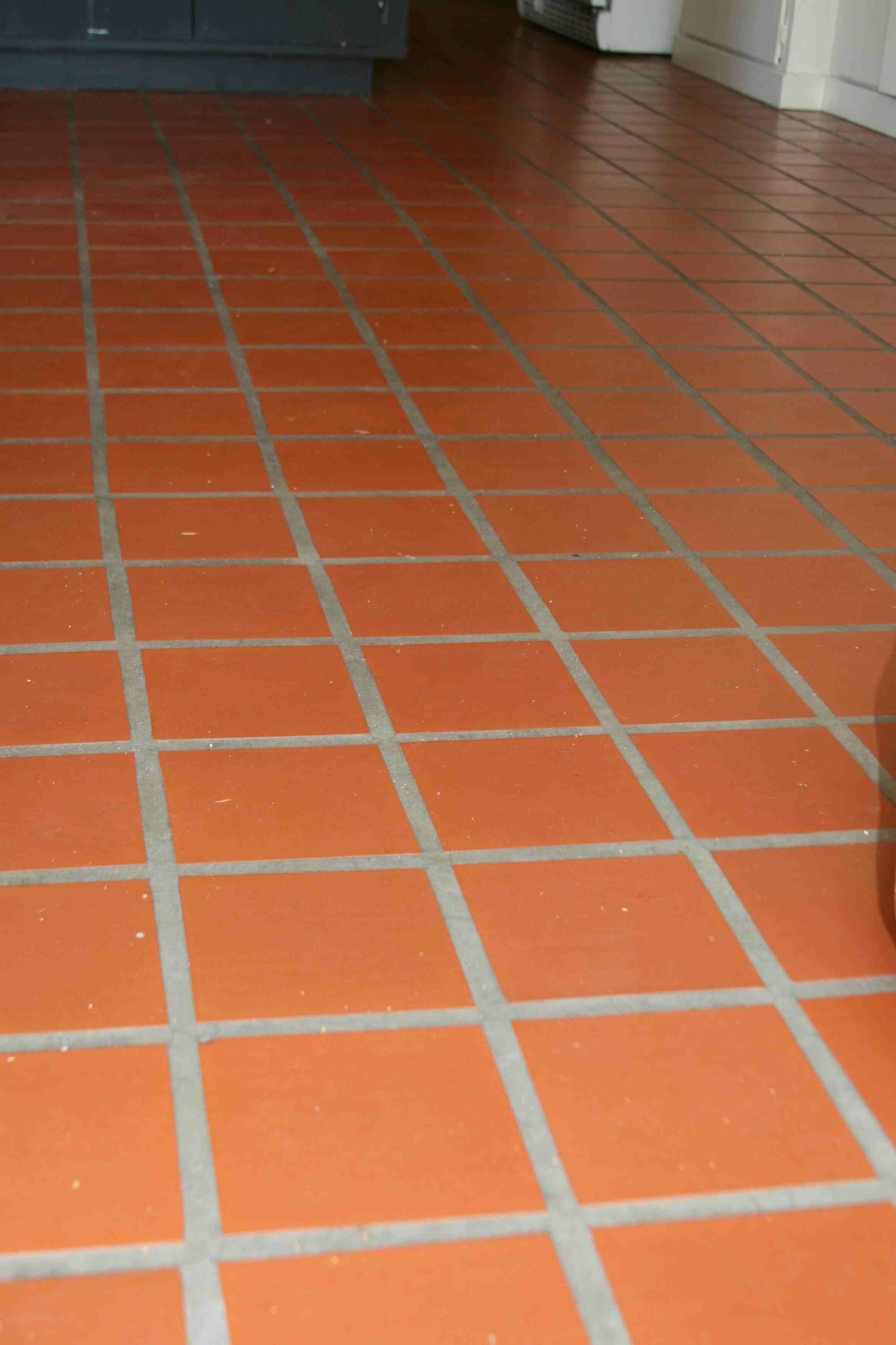 Installing ceramic tile on concrete floor