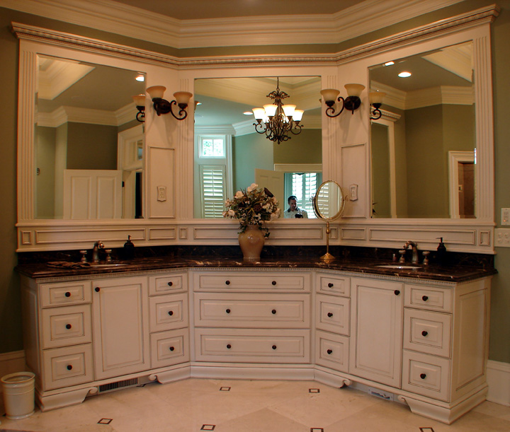 Double or single mirror in master bath big mirror for Master bath vanities pictures