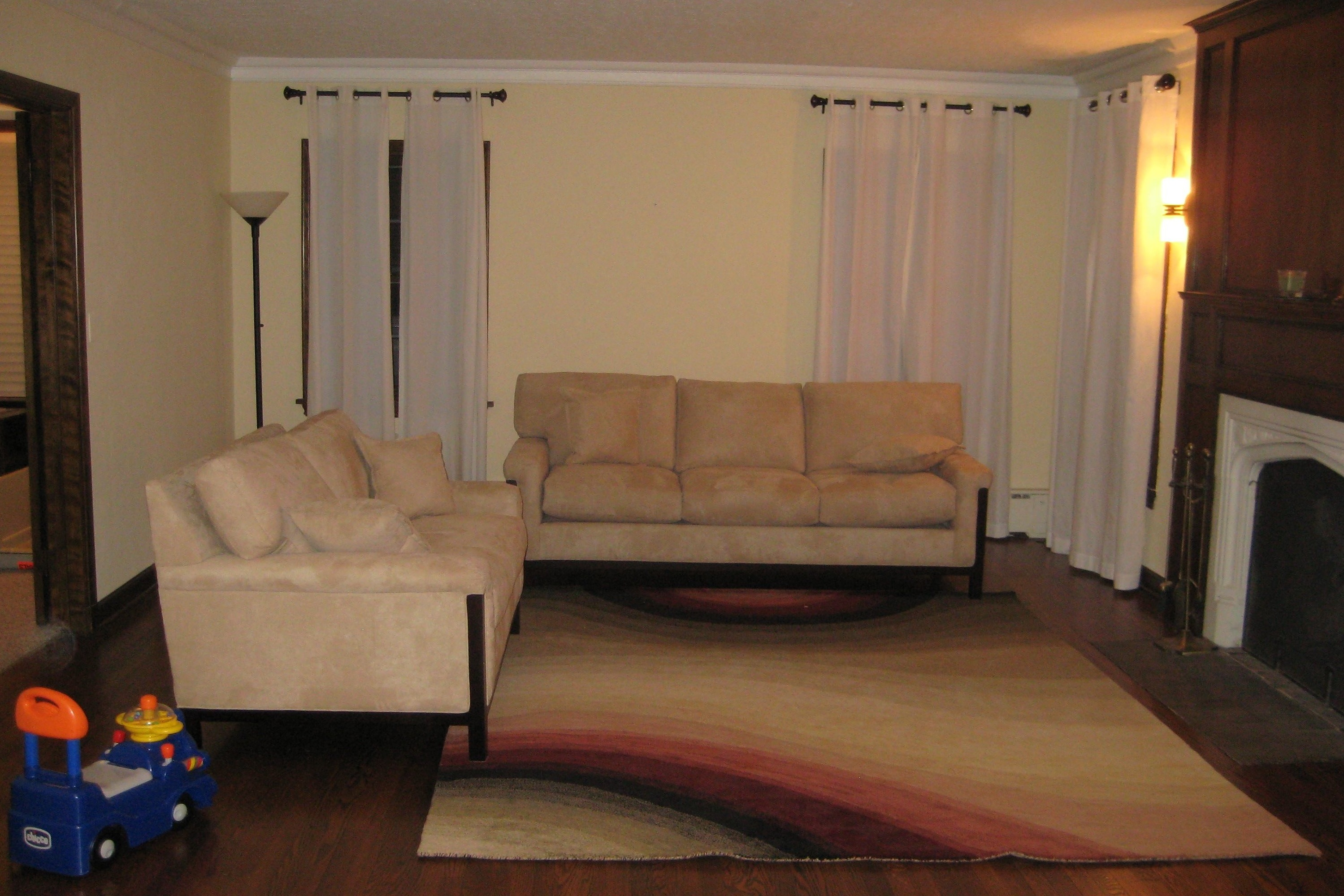 Living rooms with hardwood floors interior decorating for Interior decorating help