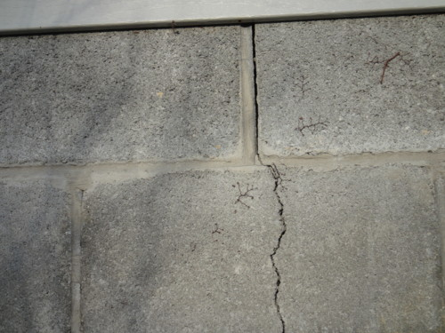 outsidecrack4jpg vertical foundation crack how to fix it - Fixing Foundation Cracks