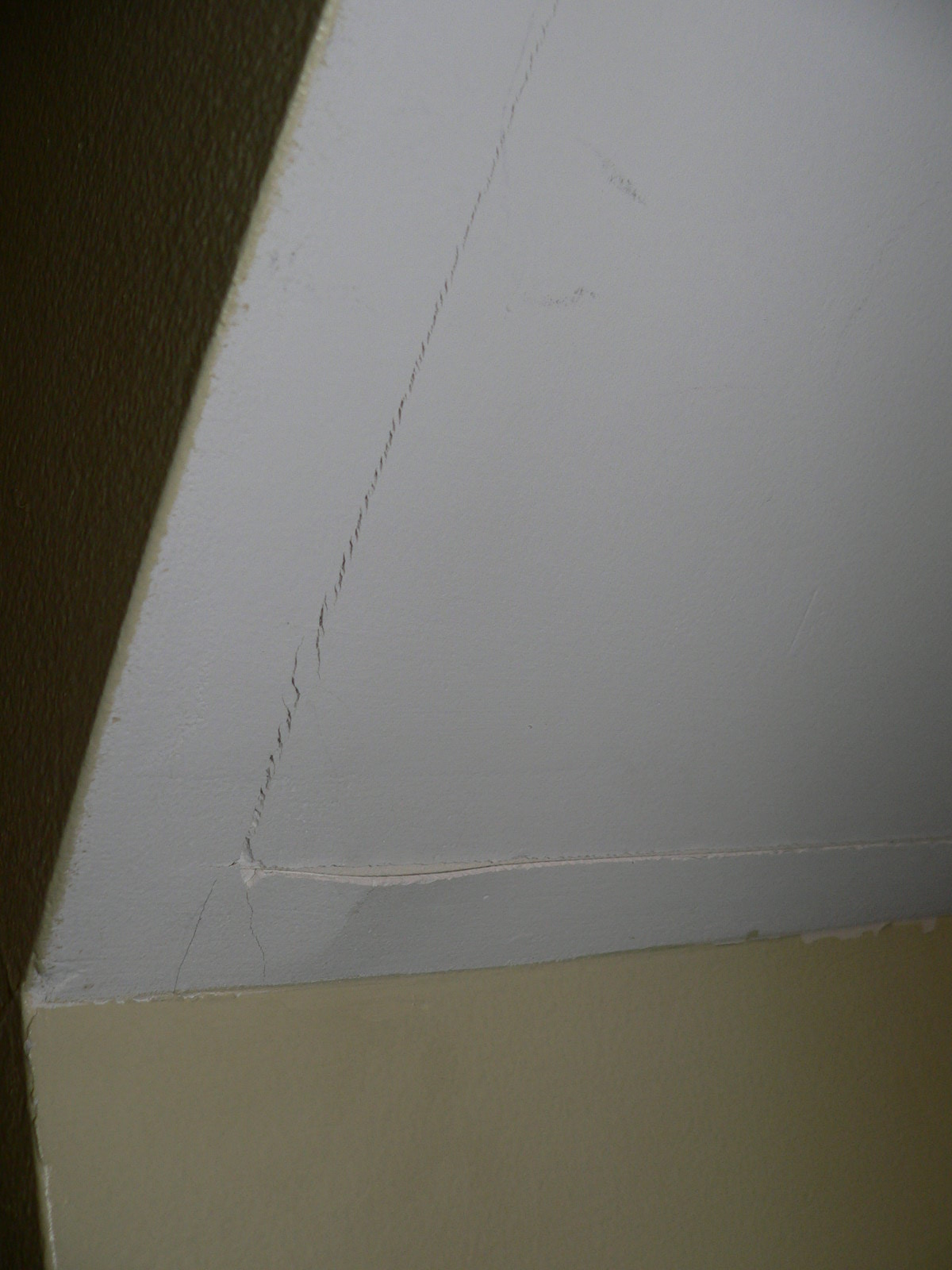 fixing cracked drywall outside corners