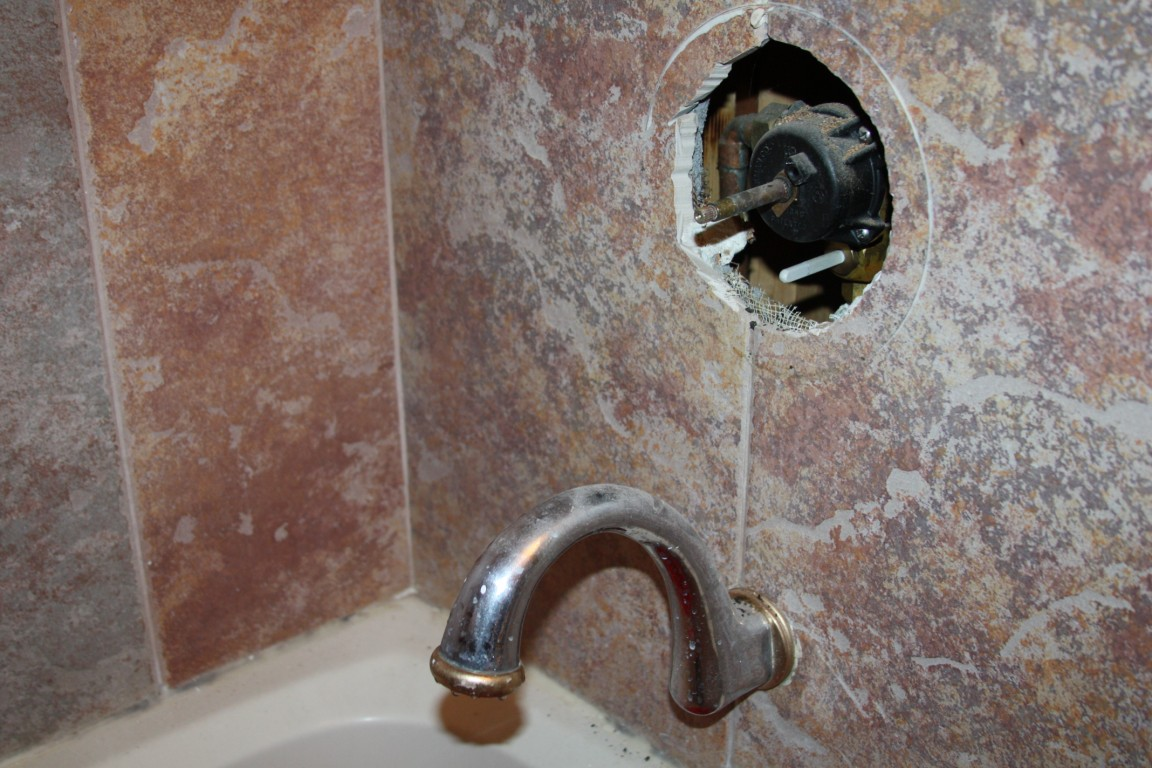 slow leak out - bathtub spout (floor, bathroom, replace, remove ...
