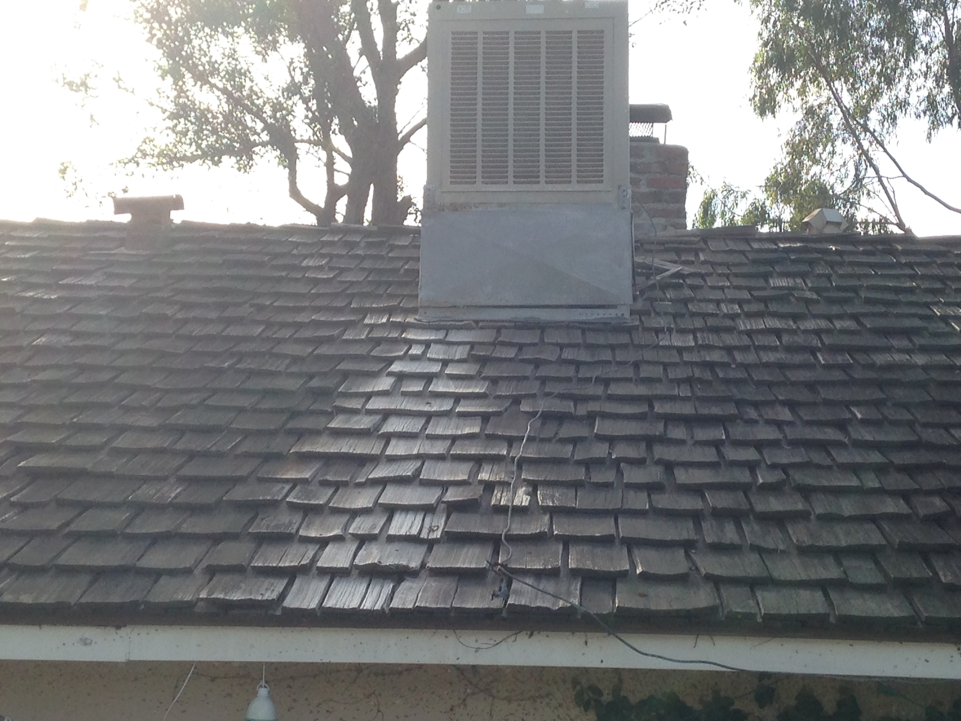 Evaporative Cooling Roof : Swamp cooler leaks creates white residue on the roof