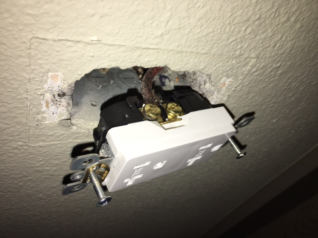 Electricians 3 Prong Outlet Not Grounded In Old Apt Is