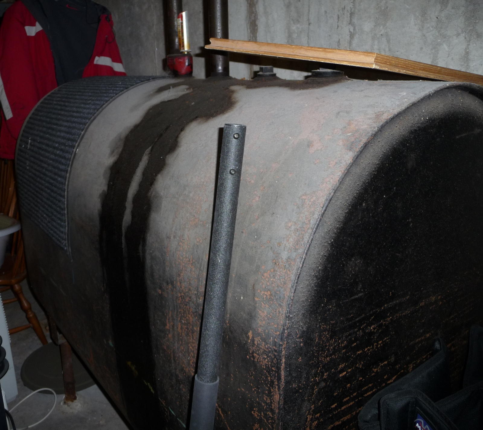 Househunting - how bad is this oil tank? (furnace, tanks