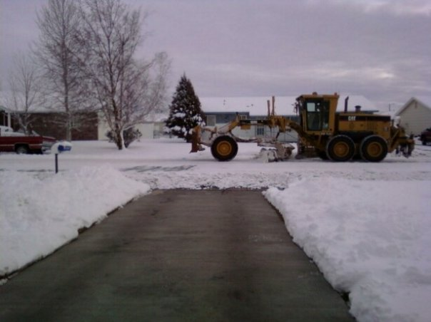 Post your IF winter snow photos?-snowplow2010.jpg