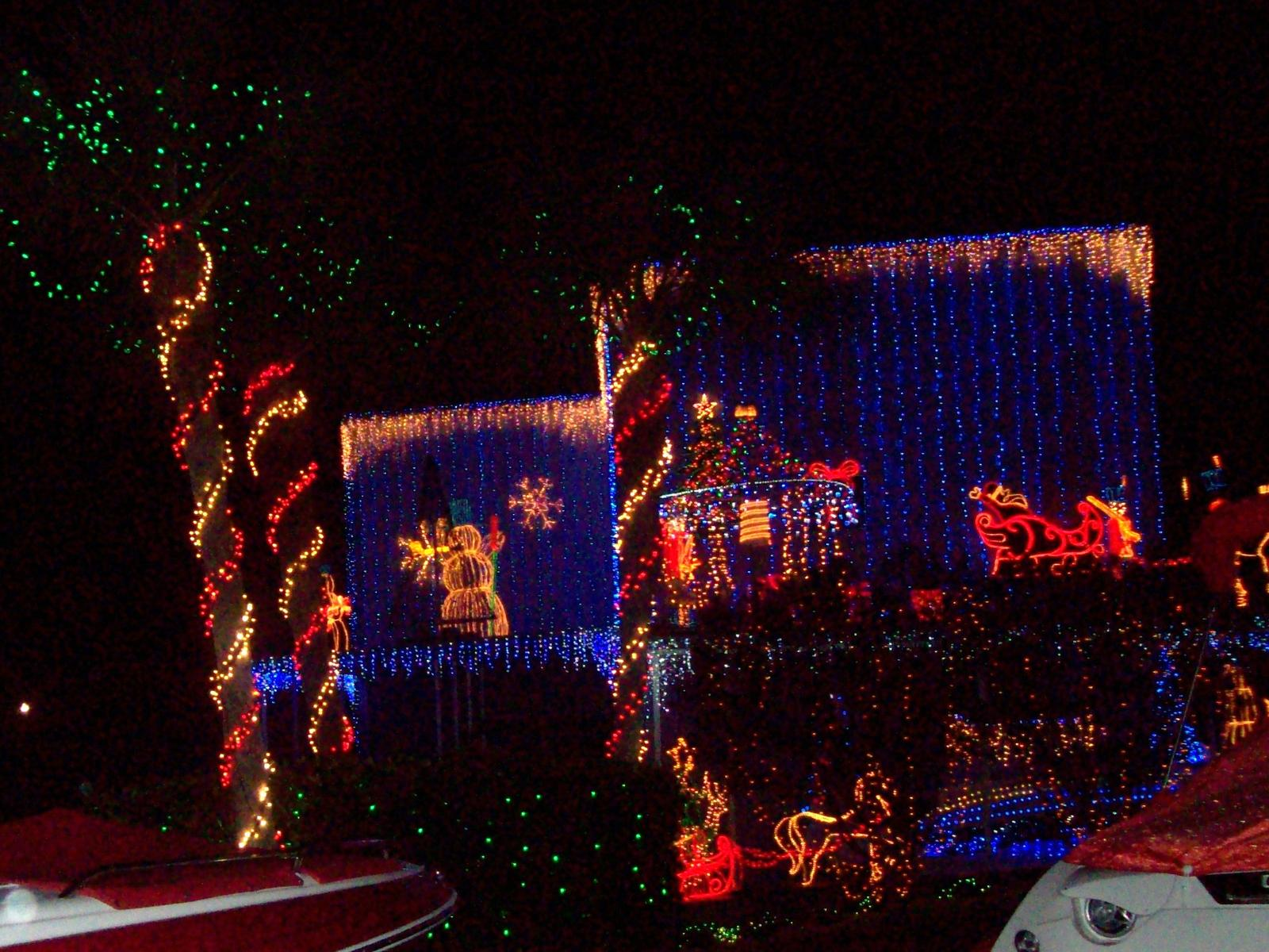 Pictures of Mt Dora Christmas lights (renting, live, dogs ...