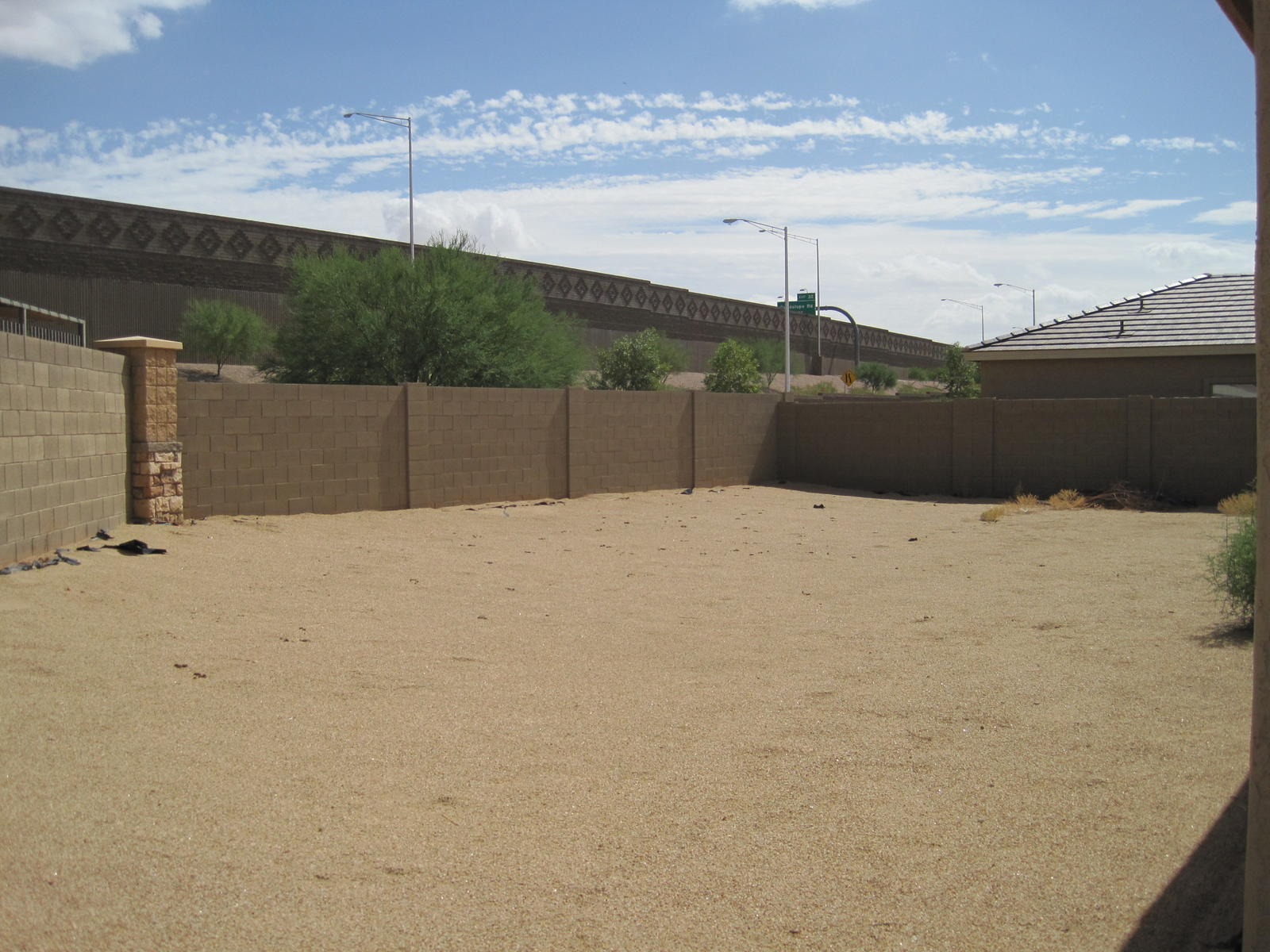 img_0463.jpg Whats would be the cheapest way to landscape this  yard?-img_0464.jpg