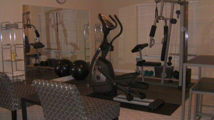 Home gym flooring apartment complex buy live
