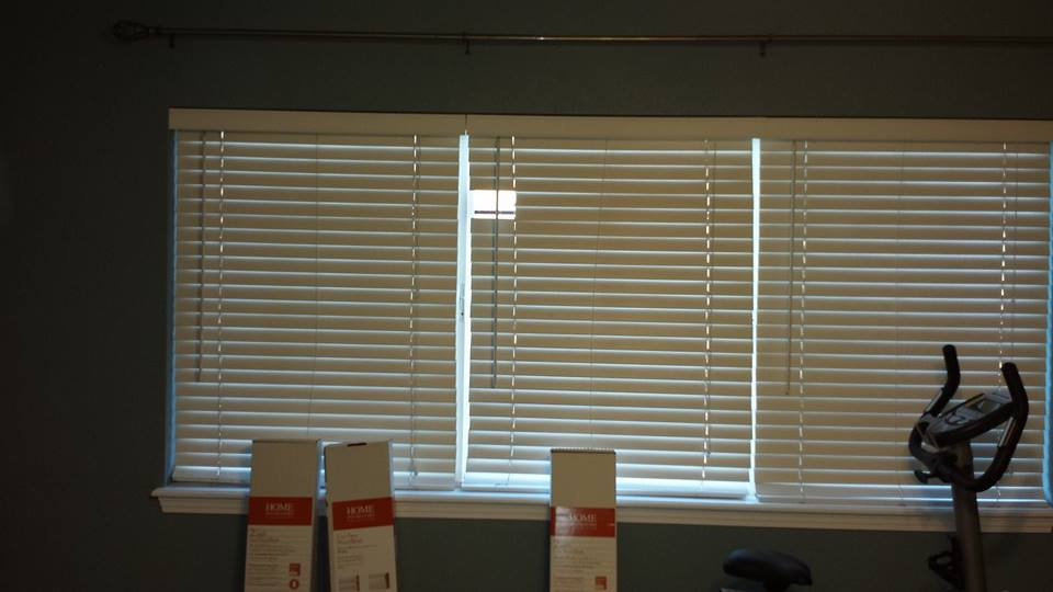Staging Drapes Vs Sheers Vs Nothing Faux Wood Blinds Drapes3 Jpg