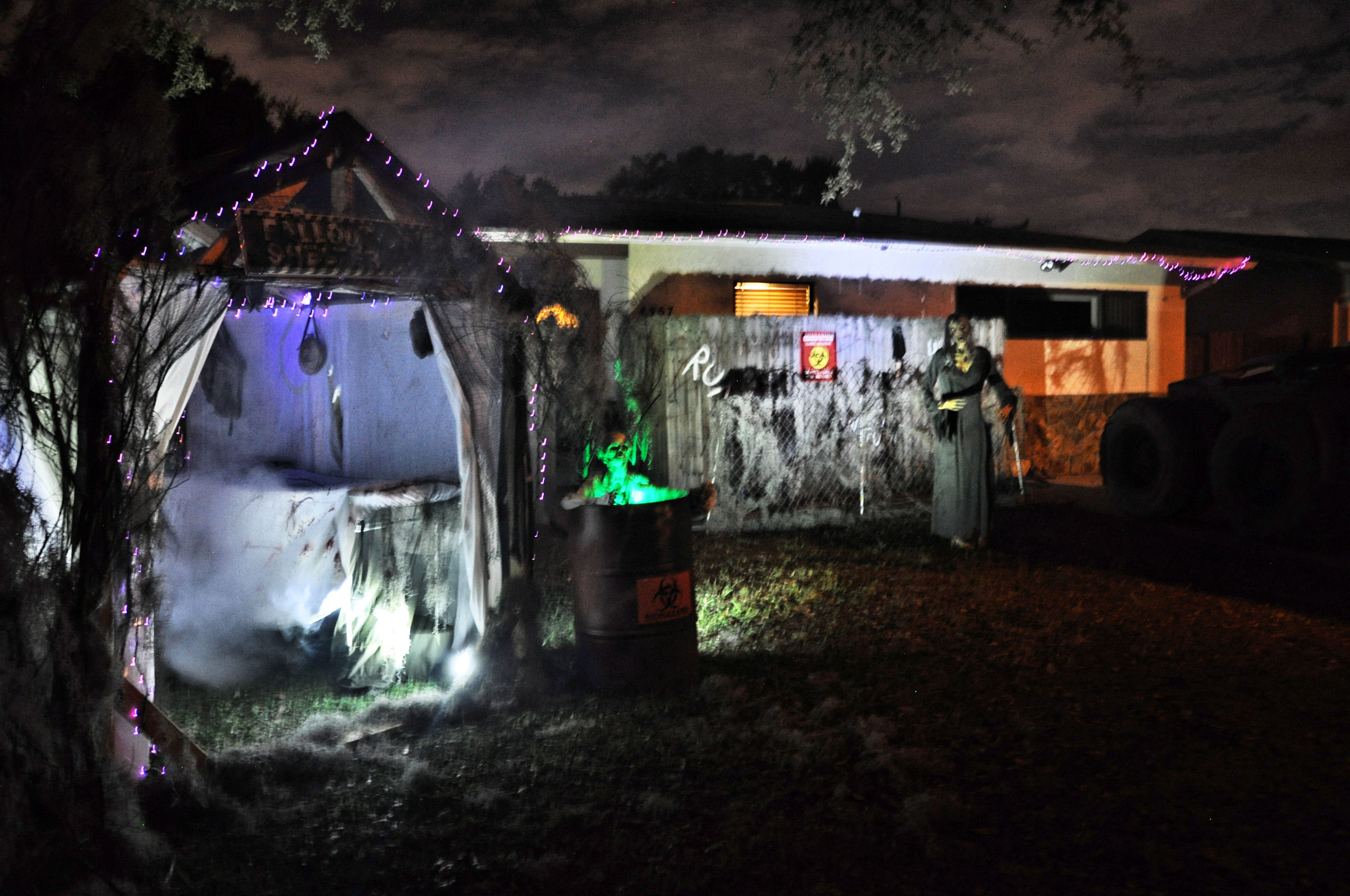 Best halloween decorated yards - Best Neighborhoods And Streets For Halloween Decorations 058 Jpg