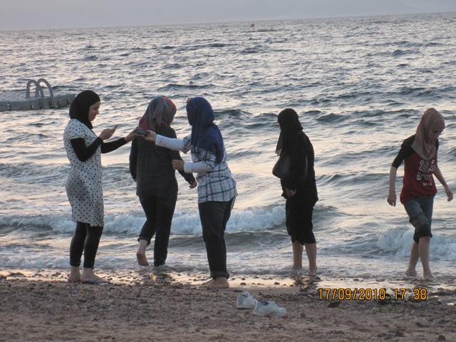 Arabic topless in beach — img 13