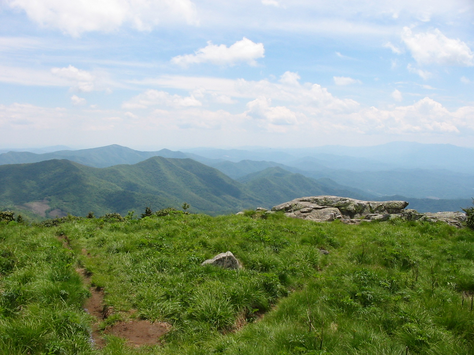 roan mountain Roan mountain is the highpoint of the roan-unaka range of the southern appalachian mountains, located in the southeastern united states.