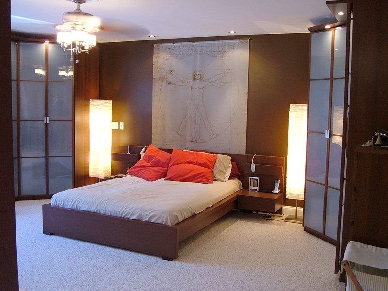 Average master bedroom bath closet size how much for Normal bedroom designs