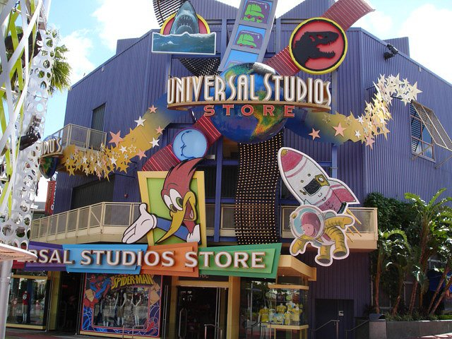 (9/21/18) Universal Studios Hollywood has announced that Christmas in the Wizarding World of Harry Potter will return from November 17, through January 6, This will include all the holiday decor, a new nightly snowfall and the return of the awesome The Magic of .