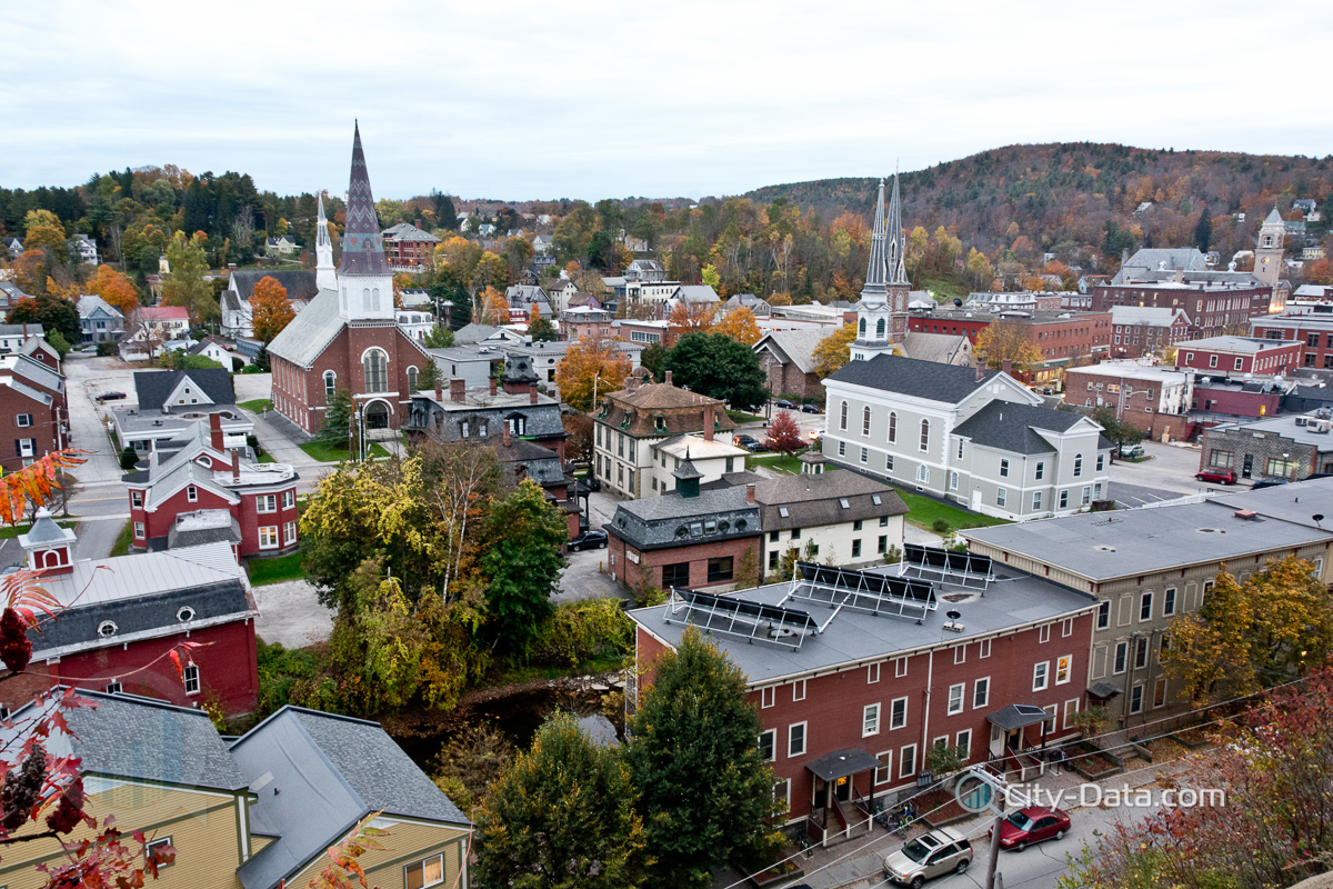 Autumn cityscape view of montpelier vermont 39 s state capital for Best mountain towns to live and work