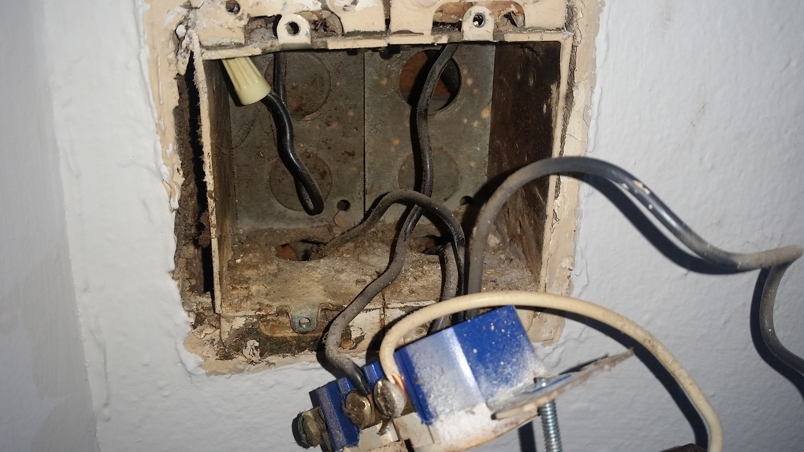 Funny Household Wiring Issue Insulating Lights Electrical Better Of 20160730 233542